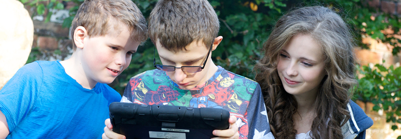 Image of young people using a tablet to Find a Service